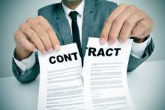 Rasgue para arriba el contrato Foto de archivo