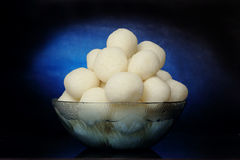 Rasgulla - um doce indiano feito do khoya, macio e esponjoso Fotos de Stock Royalty Free