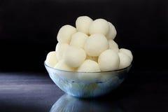 Rasgulla - um doce indiano feito do khoya, macio e esponjoso Fotografia de Stock Royalty Free