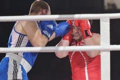 Rashid Kodzoyev (rot) gegen Alexey Emelyanov Stockbild