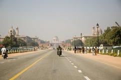 在总统住所后的路上,Rashtrapati Bhavan,新德里,印度 库存照片