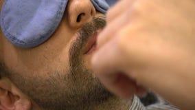 Rasieren des Bartes in einem im altem Stil Friseursalon stock footage