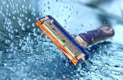 Rasiermesser im Wasser Lizenzfreie Stockfotos