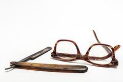 Rasiermesser und Gläser Stockfotografie
