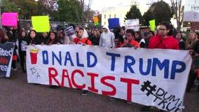 Rasistisk beskyllning mot Donald Trump stock video