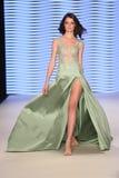 Rasit Bagzibagli mod wybieg w Mercedes-Benz mody tygodniu Ja obrazy royalty free