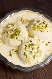 Rasmalai, индийский десерт с сыром Paneer в сладостном молоке Стоковое фото RF