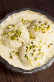Rasmalai, un postre indio con el queso de Paneer en leche dulce Foto de archivo libre de regalías