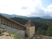 Rasnov fästningâ Rumänien Arkivfoton