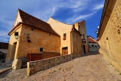 Rasnov Festung, schmale Straße, Transylvanien stockfotografie