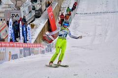 Rasnov, Rumänien - 7. Februar: Unbekannter Skispringer konkurriert im FIS Ski Jumping World Cup Ladys am 7. Februar 2015 in Rasno Stockfotografie