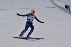 Rasnov, Rumänien - 7. Februar: Unbekannter Skispringer konkurriert im FIS Ski Jumping World Cup Ladys am 7. Februar 2015 in Rasno lizenzfreies stockfoto