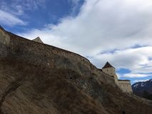 Rasnov-Zitadelle auf spectaculous Himmel Lizenzfreie Stockfotografie