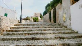 Raso intensifica uma inclinação na cidade de Ibiza fotos de stock royalty free
