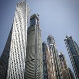 Raspadores del cielo del puerto deportivo de Dubai imagen de archivo libre de regalías