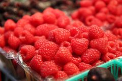 Raspberries in a basket at a farmers market Royalty Free Stock Photos