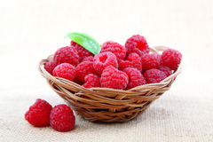 Raspberries in a basket on a homespun cloth.  Royalty Free Stock Photos