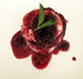 Raspberrry glassefterrätt Arkivfoto