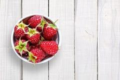 Raspberry in bowl on white wood. En background Stock Image