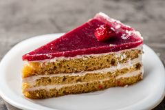 Raspberry cake with white chocolate on a plate. Delicious dessert 1 Stock Photos