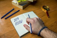 Rassegna del testo 2019 di scrittura di parola Il concetto di affari per il ricordo delle azioni principali di eventi passati di  immagini stock libere da diritti