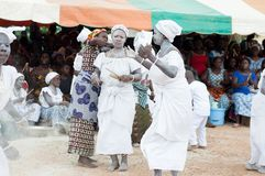 Rassemblement africain de femmes pour la danse traditionnelle Photos stock