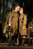 Rassemblement d'amants Soldat russe et son amie Portrait d'un soldat russe Image stock