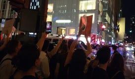 Rassemblement d'Anti-atout, démonstrateurs et police, NYC, NY, Etats-Unis Photos stock