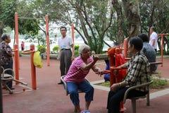 Rassemblement de personnes âgées pendant le matin Photographie stock