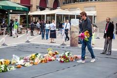 Rassemblement de personnes en deuil pour Mandela Photographie stock libre de droits
