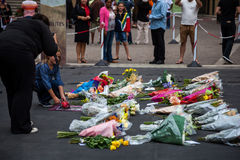 Rassemblement de personnes en deuil pour Mandela Photographie stock