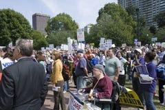 Rassemblement de protestataires dans le terrain communal de Boston Photo libre de droits