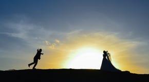 Rassemblement et aventure de jeunes mariés Images libres de droits
