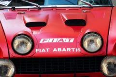 Rassemblement italien de sport de Fiat Abarth 124 de voiture de course de vintage du vétéran oldsmobile d'années '70 se préparant Photo stock