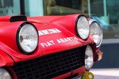 Rassemblement italien de sport de Fiat Abarth 124 de voiture de course de vintage du vétéran oldsmobile d'années '70 se préparant Images stock