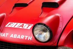 Rassemblement italien de sport de Fiat Abarth 124 de voiture de course de vintage du vétéran oldsmobile d'années '70 se préparant Photographie stock