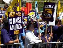 Rassemblement pour exiger le salaire minimum du passage $15 de sénat de NYS Photos libres de droits