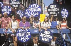 Rassemblement revendiquant le droit à l'avortement Images stock