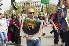 Rassemblement syrien dans Trafalgar Square pour soutenir des médecins sous le feu Images stock