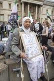 Rassemblement syrien dans Trafalgar Square pour soutenir des médecins sous le feu Images libres de droits
