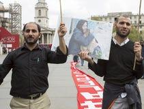 Rassemblement syrien dans Trafalgar Square pour soutenir des médecins sous le feu Image stock