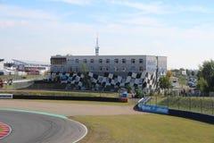 Rasspoor met hotel in Oschersleben, Duitsland royalty-vrije stock afbeeldingen