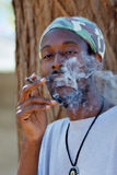 Rastafarian rauchender Hanf Stockfotos