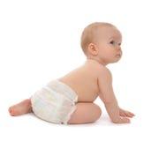 Rastejamento de assento da criança infantil do bebê da criança para trás smili feliz imagem de stock royalty free