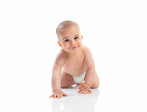 Rastejamento de sorriso engraçado do bebê fotos de stock royalty free