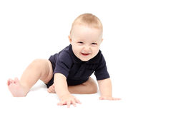 Rastejamento feliz do bebê Fotografia de Stock Royalty Free