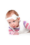 Rastejamento praticando do bebê bonito fotografia de stock royalty free