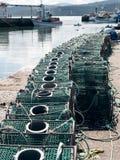 Rastrelliere delle gabbie del vaso di pesca del granchio e dell'aragosta fotografie stock
