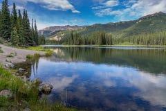 Rastro de herradura del lago en el parque de Denali fotos de archivo