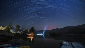 Rastro de la estrella en las montañas almacen de video